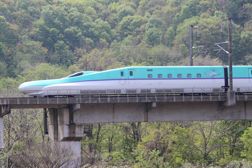 青函トンネル出口直後の北海道新幹線