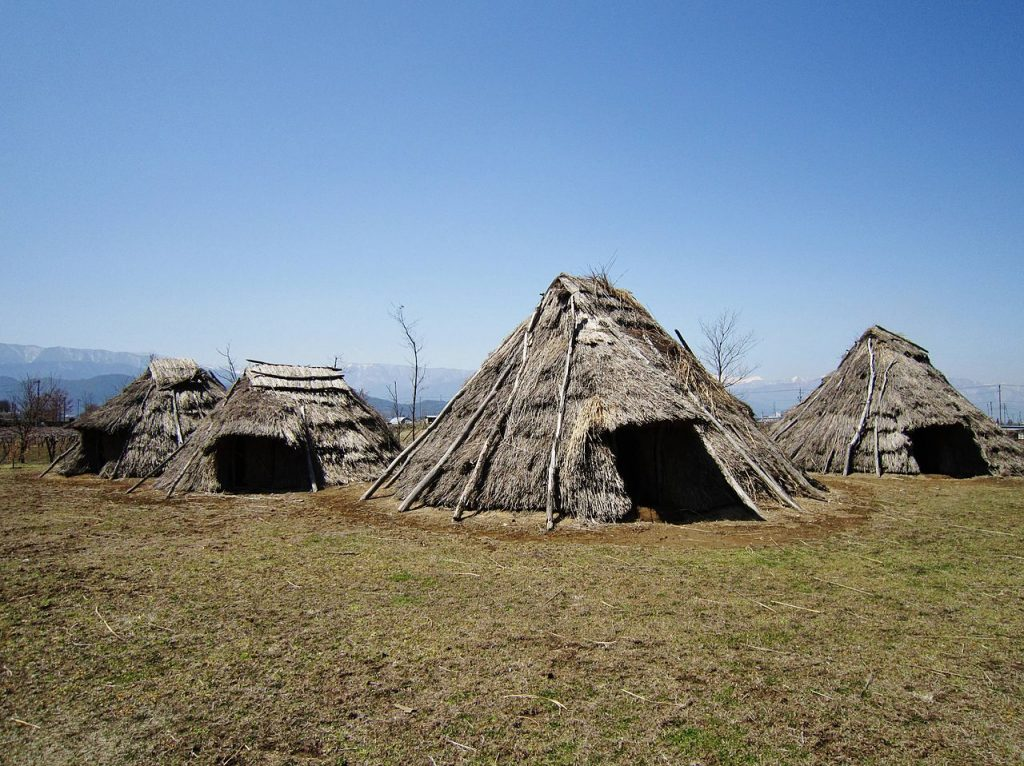 1280px-Hira-ide_Historic_Site_Park_reconstructed_Jomon_period_(3000_BC)_houses
