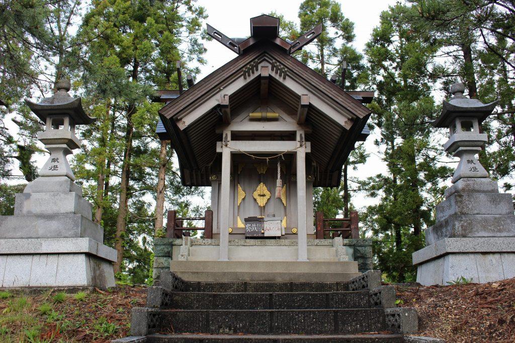 重内神社神殿