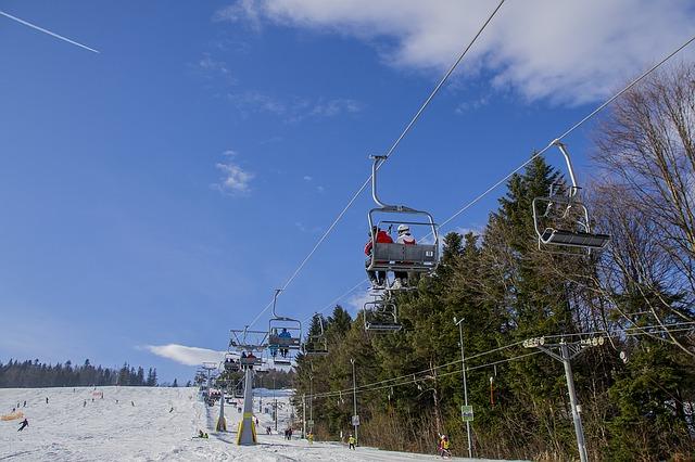 ski-resort-1170650_640